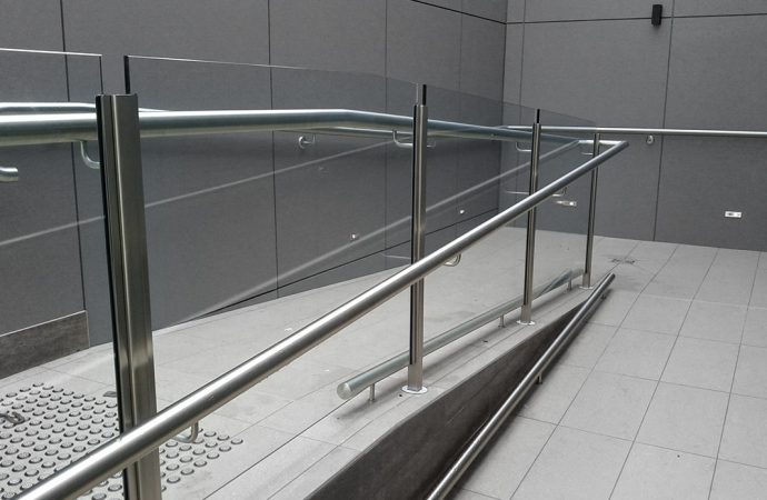 Add A New Look To Your Apartment With Glass Balustrades