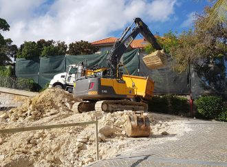 Swimming Pool Excavation In Sydney Pros To Find Answers If They Hit A Rock Or Groundwater