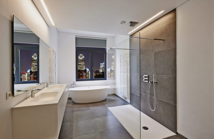 Enhance The Aesthetics of Your Bathroom With Shower Screens